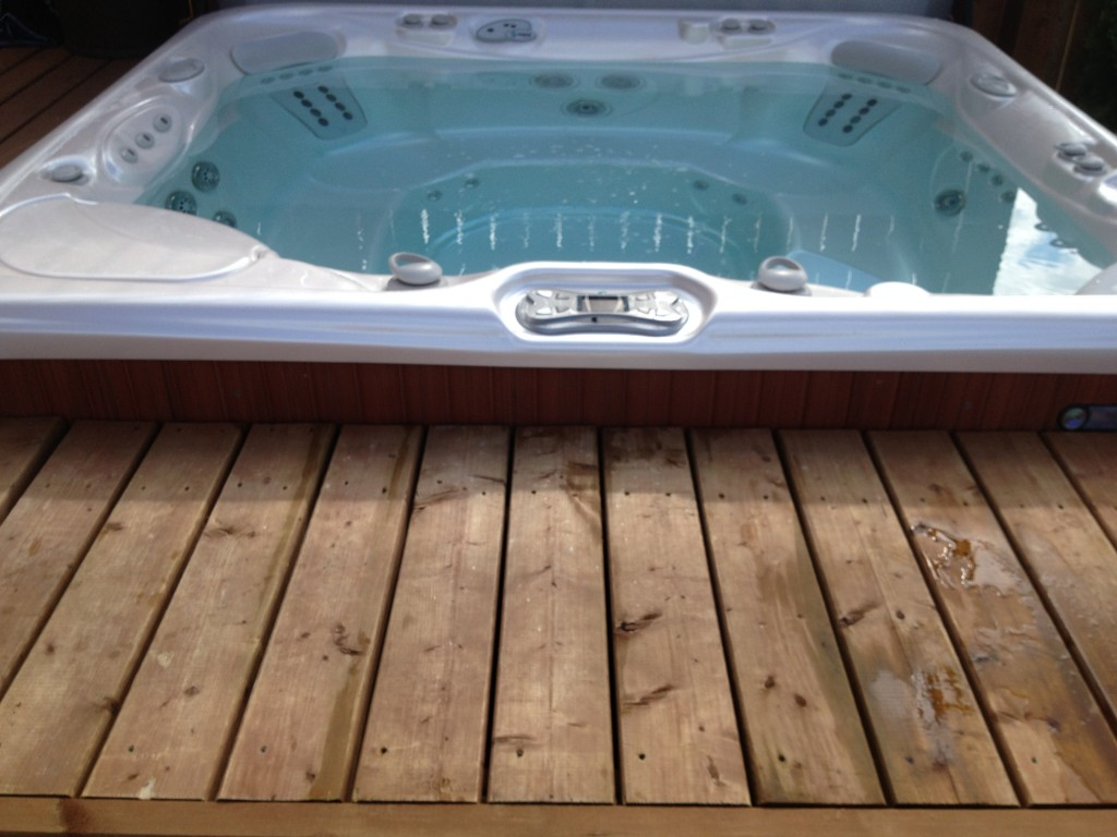 Spa with Removable Deck Floor Cover